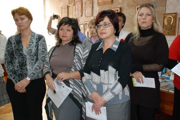 Сегодня в Николаевской библиотеке открылась фотовыставка «Один день неизлечимого больного» (ФОТО), фото-12