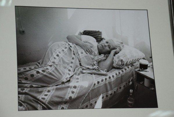 Сегодня в Николаевской библиотеке открылась фотовыставка «Один день неизлечимого больного» (ФОТО), фото-4