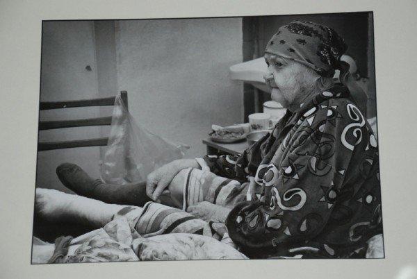 Сегодня в Николаевской библиотеке открылась фотовыставка «Один день неизлечимого больного» (ФОТО), фото-5