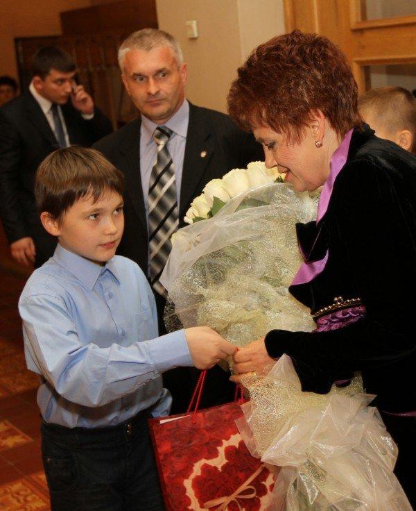 Людмилу Янукович поздравили с днем рождения в театре (фото), фото-2
