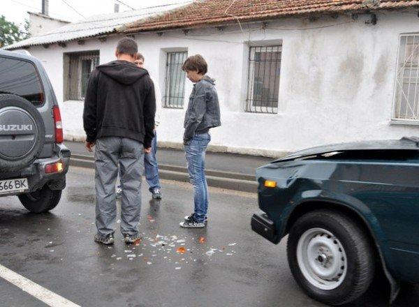 Недоброе утро: по дороге на работу «Жигуль» въехал в иномарку (фото), фото-1