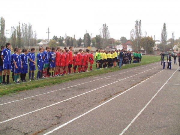 Молодых артемовских футболистов оденут в новые спортивные костюмы, фото-1