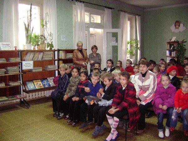 В артемовской библиотеке дети слушают молитвы, фото-1