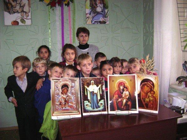 В артемовской библиотеке дети слушают молитвы, фото-3
