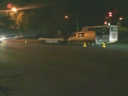 В Симферополе не разошлись микроавтобус и легковушка (фото), фото-2