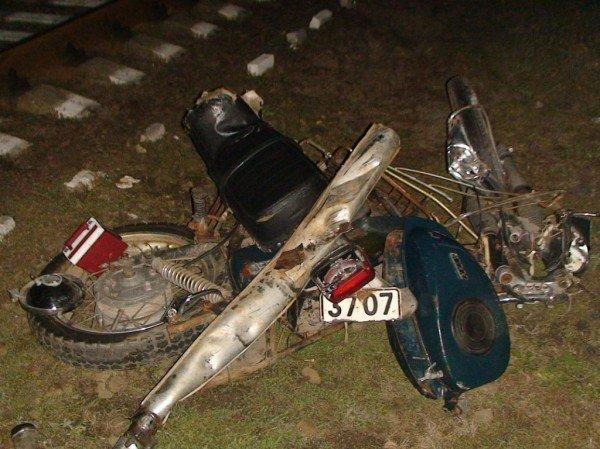 В Донецкой области на железнодорожном переезде погиб мотоциклист (фото), фото-1