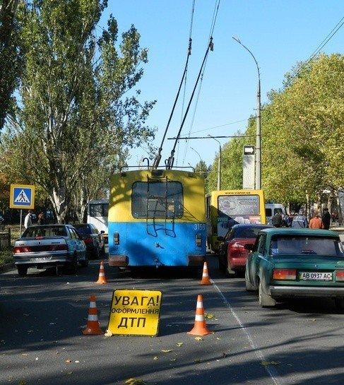 ДТП в центре Николаева. Троллейбус  врезался в автомобиль (ФОТО), фото-8