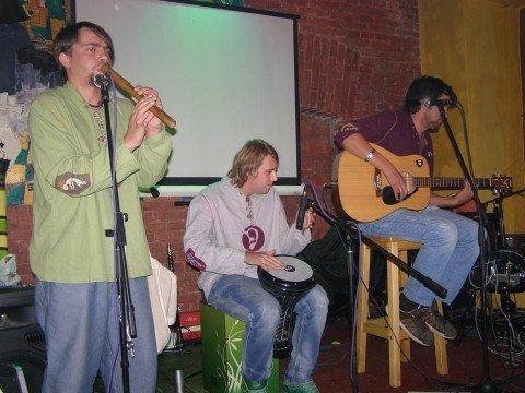 Дует DVA заспівав у Тернополі пісні неіснуючих народів, фото-1