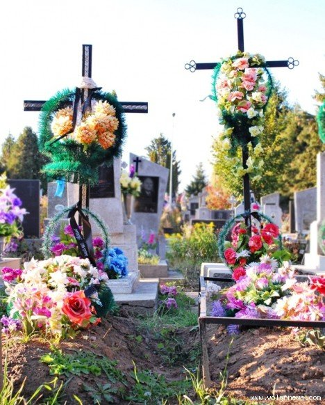 На цвинтарі в Гаразджі знайшли могили-макети (ФОТО), фото-1
