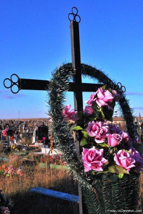 На цвинтарі в Гаразджі знайшли могили-макети (ФОТО), фото-2