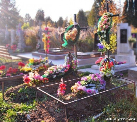 На цвинтарі в Гаразджі знайшли могили-макети (ФОТО), фото-3