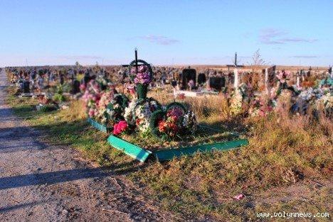 На цвинтарі в Гаразджі знайшли могили-макети (ФОТО), фото-4