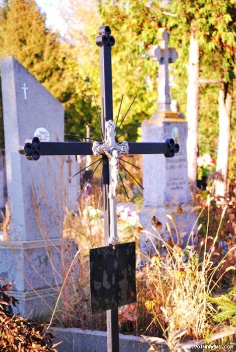 На цвинтарі в Гаразджі знайшли могили-макети (ФОТО), фото-8