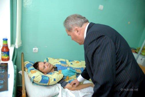 Городской голова Владимир Чайка посетил в БСМП раненого журналиста, фото-6