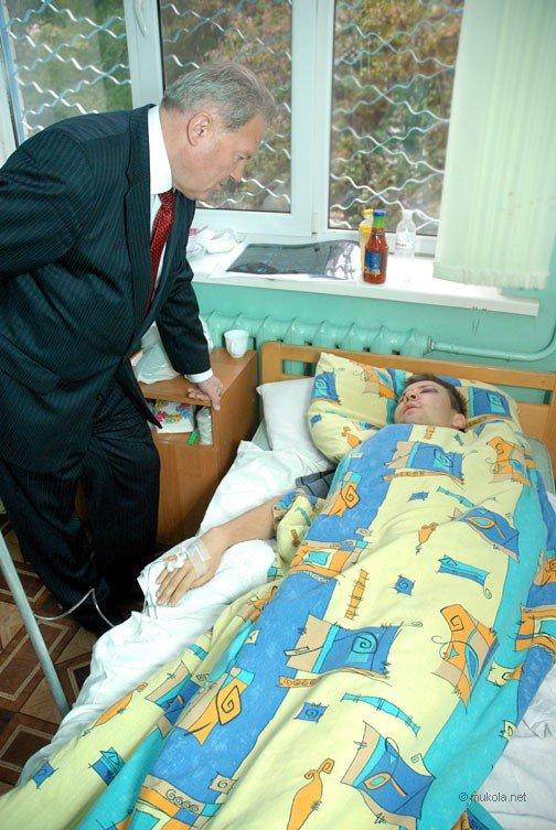 Городской голова Владимир Чайка посетил в БСМП раненого журналиста, фото-7