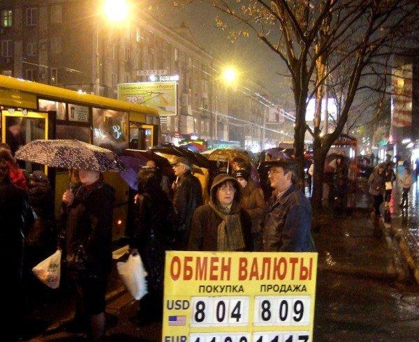 Саммит Януковича и Медведева создал в Донецке километровые пробки (фото), фото-2