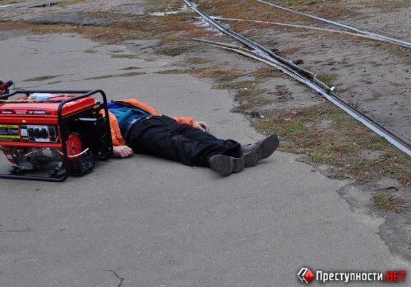 Шок! В Николаеве на остановке умер пенсионер – тело больше часа лежало на асфальте, а милиция так и не приехала (ФОТО), фото-2