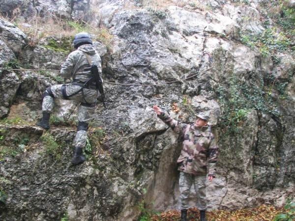 Украинские военные одолели врага, затаившегося в горах Крыма (фото), фото-1