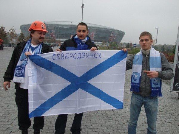 Фанаты «Зенита» привезли в Донецк андреевский флаг, который собираются водрузить в Севастополе в память о погибших моряках (фото), фото-1