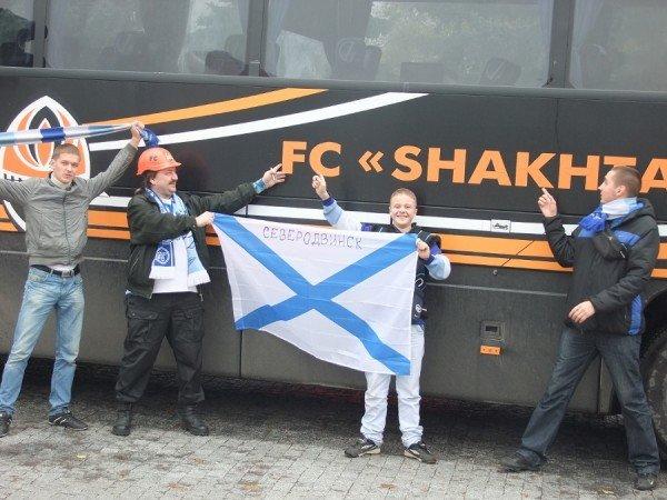 Фанаты «Зенита» привезли в Донецк андреевский флаг, который собираются водрузить в Севастополе в память о погибших моряках (фото), фото-2