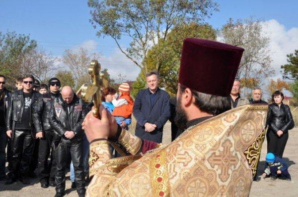 Байкеры вместе с мэром Симферополя высадили аллею акаций (фото), фото-1