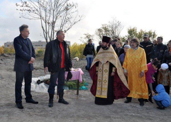 Байкеры вместе с мэром Симферополя высадили аллею акаций (фото), фото-2