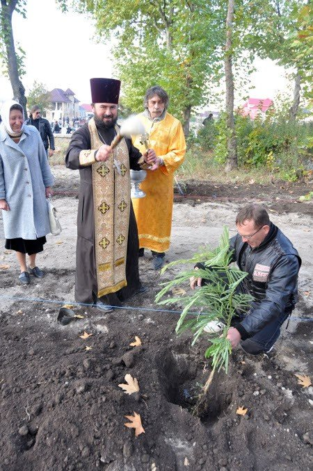 Байкеры вместе с мэром Симферополя высадили аллею акаций (фото), фото-6