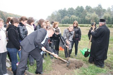 Представники ВО «Свобода» посадили липову алею в Зарваниці, фото-2