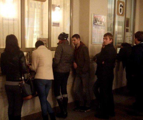 В Донецке железнодорожные кассы работают по «собственному» графику (фото), фото-1
