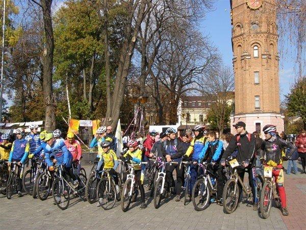 Bелосипедисти і волонтери нагадували про рак молочної залози у сквері Козицького (ФОТО), фото-3