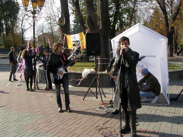 Bелосипедисти і волонтери нагадували про рак молочної залози у сквері Козицького (ФОТО), фото-4
