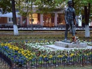 Ужгородського Петефі відгородили квітником, фото-1