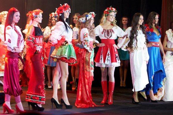Вінничанка Юлія Сікорська стала королевою на Всеукраїнському конкурсі краси «Бурштинова корона України» (ФОТО), фото-2