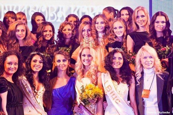 Вінничанка Юлія Сікорська стала королевою на Всеукраїнському конкурсі краси «Бурштинова корона України» (ФОТО), фото-5