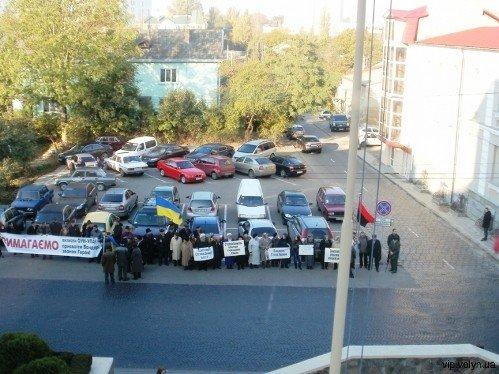 Луцькраду знову пікетують через Степана Бандеру (ФОТО), фото-1