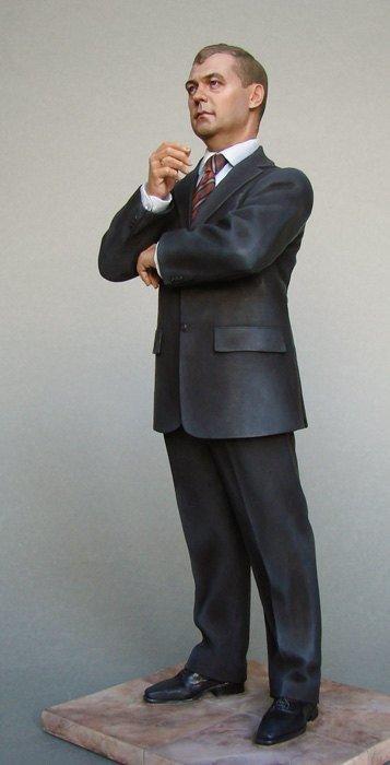 Медведев заказал стойкого оловянного Януковича за 15 тысяч долларов (фото), фото-3