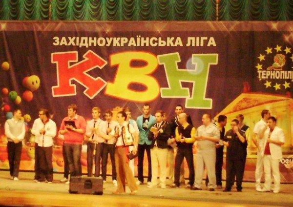 У Тернополі відкрили посольство Потуторів та відсвяткували весілля Елтона Джона, фото-1
