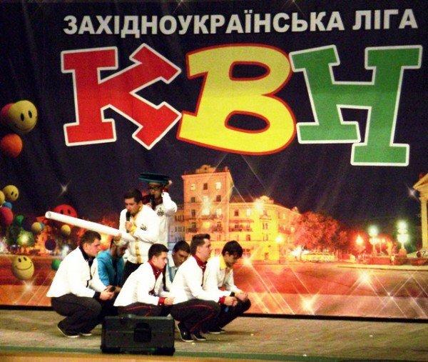 У Тернополі відкрили посольство Потуторів та відсвяткували весілля Елтона Джона, фото-8
