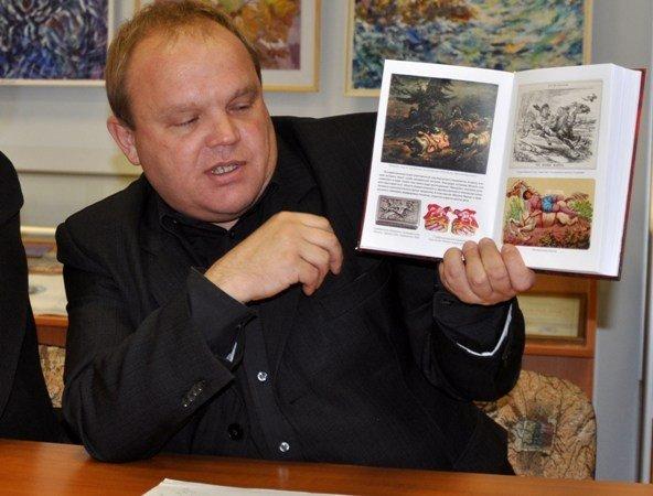 В Симферополе презентовали книгу, критикующую личность Ивана Мазепы (фото), фото-1