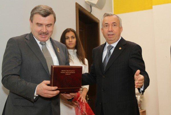 Менеджеров Звягильского наградили за метан (фото), фото-1