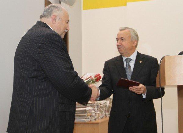 Менеджеров Звягильского наградили за метан (фото), фото-2