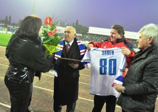 На матче «Таврия»-«Динамо» отмечали день рождения Анатолия Заяева (фото), фото-2