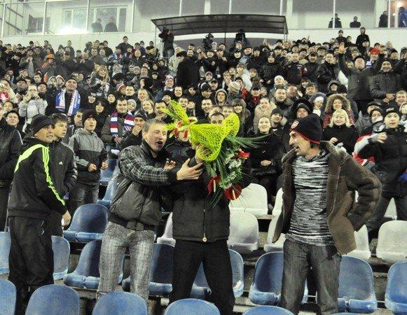 На матче «Таврия»-«Динамо» отмечали день рождения Анатолия Заяева (фото), фото-3