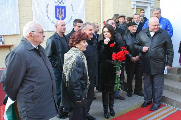 В Донецке Лилия Подкопаева открыла мемориальную доску, посвященную пятикратной олимпийской чемпионке  Полине Астаховой (фото), фото-1