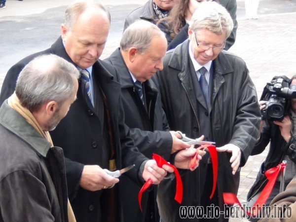 Памятник Оноре де Бальзаку відкрито у Бердичеві. Фото, фото-9