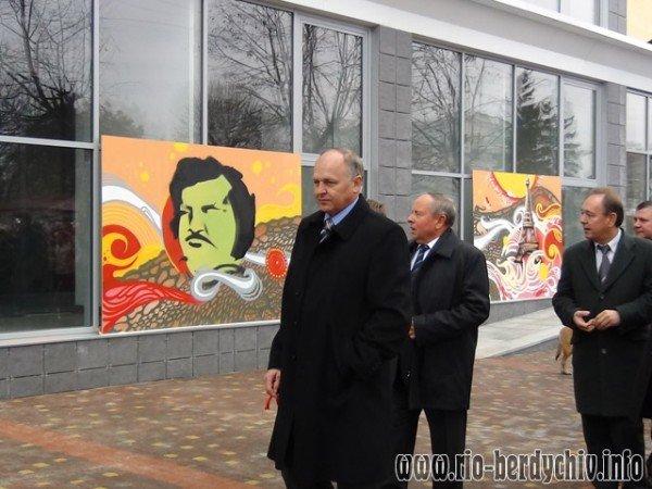 Памятник Оноре де Бальзаку відкрито у Бердичеві. Фото, фото-11