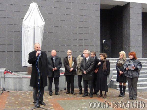 Памятник Оноре де Бальзаку відкрито у Бердичеві. Фото, фото-2