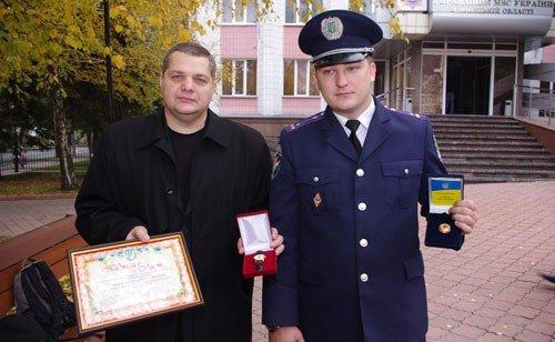 Донецкого журналиста, вступившего в перестрелку с бандитами, наградили часами (фото), фото-1