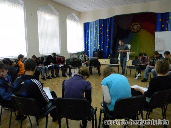 В Бердичеві допомагали дітям-сиротам знайти своє місце в житті, фото-1
