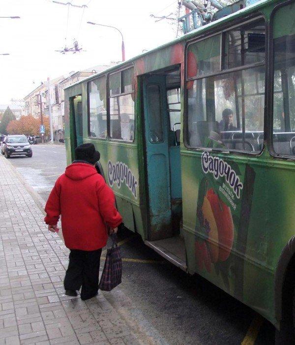 После завершения реконструкции в центре Донецка троллейбусы стали двигаться по новому маршруту (фото), фото-1